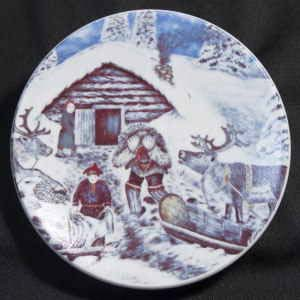 Andreas alariesto for arabia of finland small ethnic plate