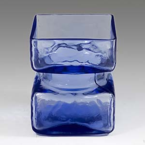 Small Pala Lasi vase by Helena Tynell in blue