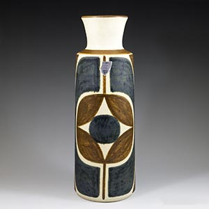Michael Andersen tall vase, cream-colored background with a design done in red and blue. Production number 6391-3