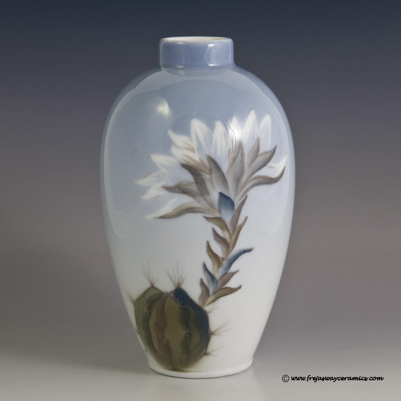Royal copenhagen art nouveau royal copenhagen art nouveau style vase with a cactus in flower number 2672 47a reviewsmspy