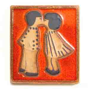 soholm relief 3571 by noomi backhausen depicting a pair of kissing children